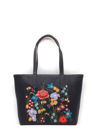 Hand bag Dimension : 35x15x30 cm