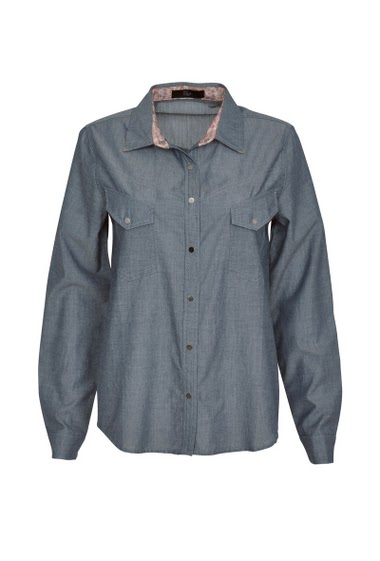 Long sleeve shirt with flap pockets on the front