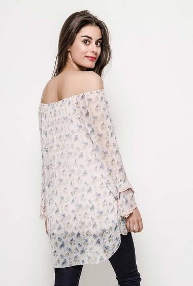 Blouse à épaules dénudées, manches longues. La mannequin mesure 176cm, TU correspond à 38/40. Longueur:75cm