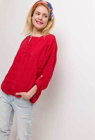 Blouse with 3/4 sleeves, V neck. The model measures 177cm, one size corresponds to 10/12(UK) 38/40(FR). Length:68cm