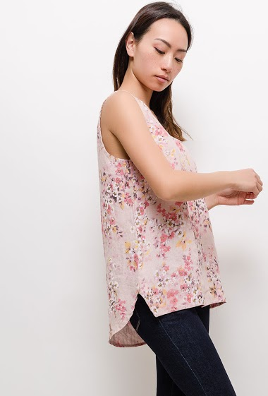 Tank top with printed flowers. The model measures 170cm, one size corresponds to 10/12(UK) 38/40(FR). Length:70cm