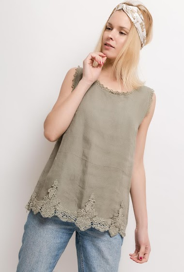 Sleeveless top with lace. The model measures 177cm, one size corresponds to 10/12(UK) 38/40(FR). Length:65cm