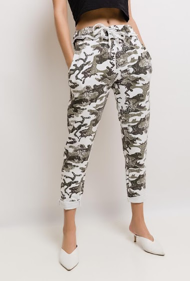 Pants with printed skull. The model measures 176cm, one size corresponds to 10/12(UK) 38/40(FR)