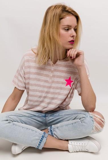 T-shirt BOHEME rayé, dos imprimé avec cactus, manches courtes. La mannequin mesure 177cm, TU correspond à 38/40. Longueur:63cm