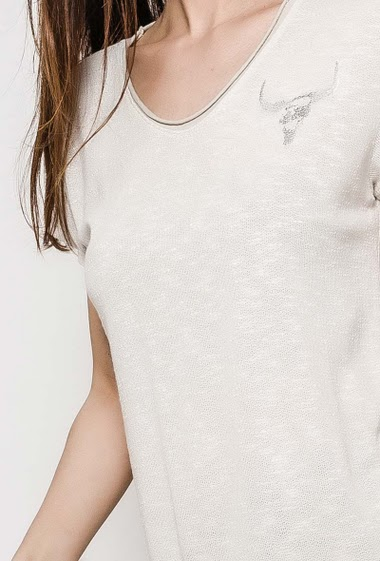 Short sleeve t-shirt, silver buffalo. The model measures 176cm, one size corresponds to 10/12. Length:70cm