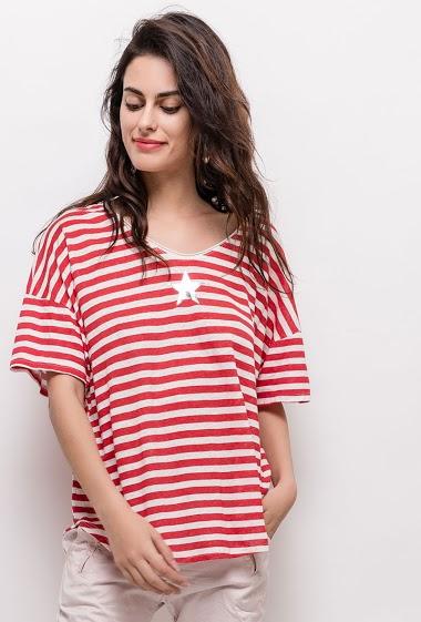 T-shirt à manches courtes, étoile. La mannequin mesure 176cm, TU correspond à 38/40. Longueur:65cm