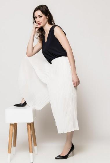 Pantalon à taille élastique, doublé. La mannequin mesure 177cm et porte du S