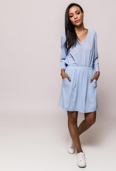 Crepe dress, elastic waist, pockets, V neck, 3/4 sleeves. The model measures 170cm and wears S