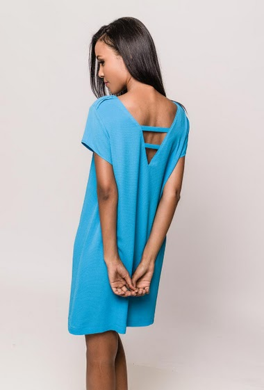 Crepe dress, short sleeves, scoop back, shoulders with pleated detail, straight fit. The model measures 170cm and wears S