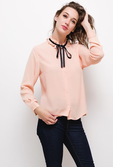 Chemise avec col brodé,La mannequin mesure 177cm et porte du S. Longueur:65cm