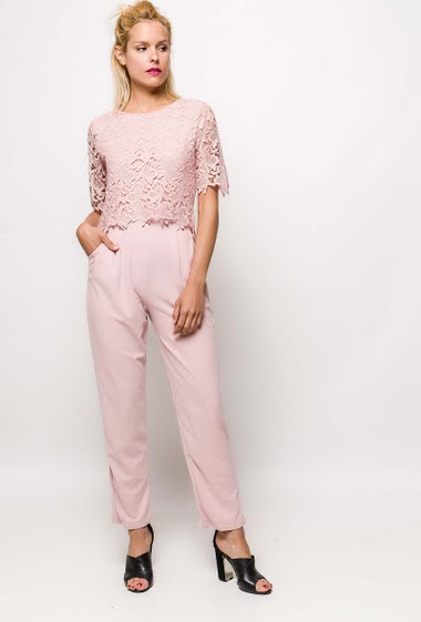 Lace jumpsuit, stretch pants with pockets. The model measures 177cm and wears S. Length:145cm