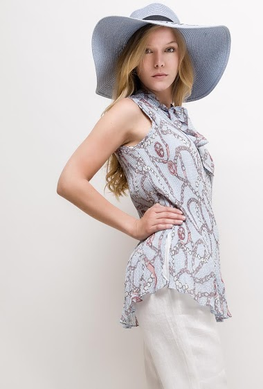 Sleeveless top, knot collar, printed chains. The model measures 170cm and wears S. Length:75cm