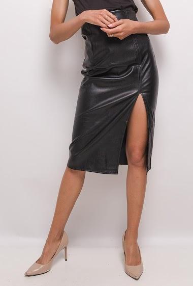 Split midi skirt. The model measures 171 cm