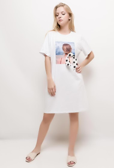 Printed casual dress. The model measures 170cm and wears S. Length:95cm