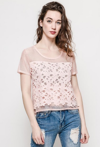 Short sleeve top, transparent back, regular fit. The model measures 177cm and wears M. Length:50cm