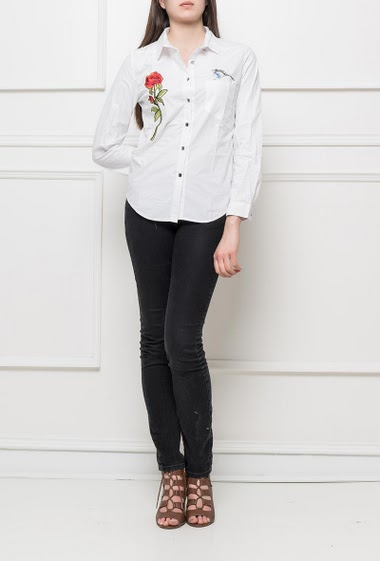 Shirt with embroidered flower and bird, fancy buttons, classic fit