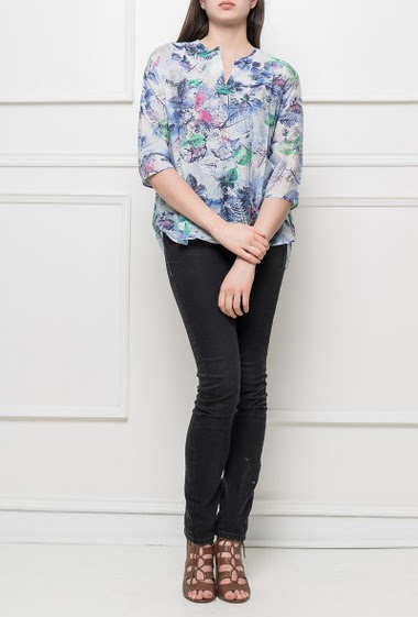 Patterned shirt with V neck, 3/4 sleeves, casual fit