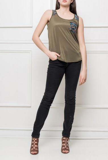 Tank top with embroideries, pocket, curved hem, casual fit