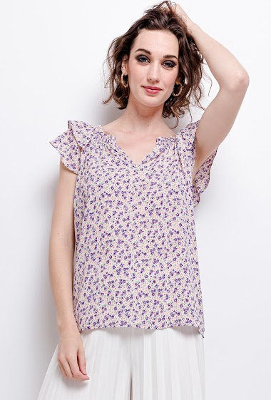 Blouse with printed flowers, ruffles. The model measures 177 cm