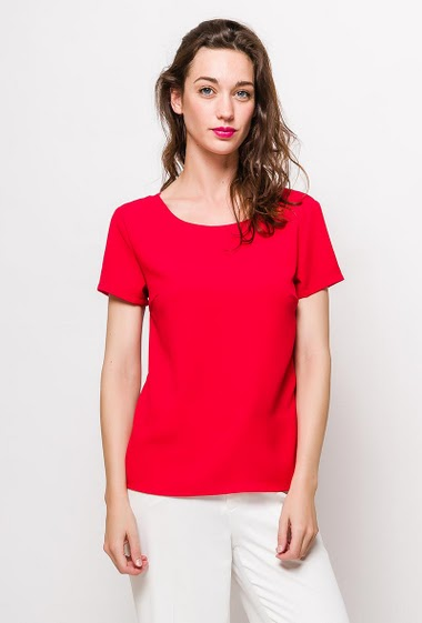 Short sleeve blouse. The model measures 177cm and wears S. Length:60cm
