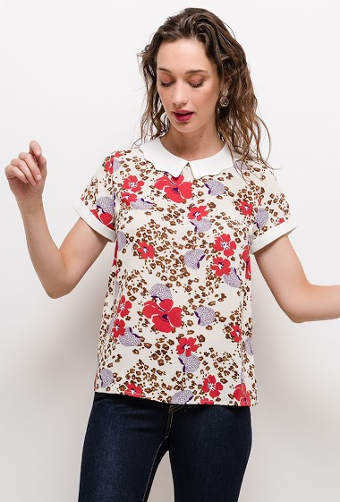Blouse with contrasting peter pan collar, printed flowers, short sleeves. The model measures 177cm and wears S. Length:60cm