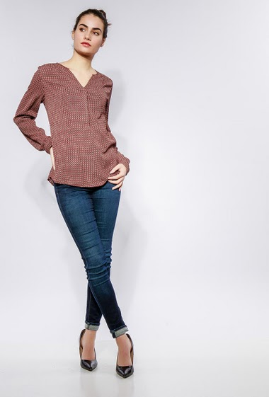 Patterned blouse, long sleeves. The model measures 172cm and wears S