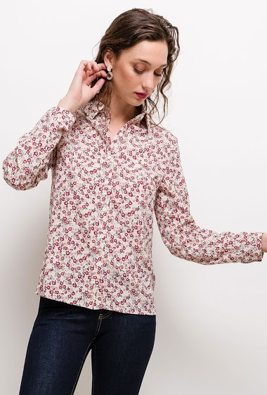 Shirt with printed flowers. The model measures 177cm and wears S. Length:65cm
