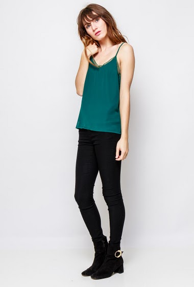 Tank top with lace border, regular fit, fluid fabric. The  model measures 178cm and wears S