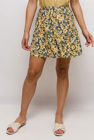 Skater skirt, printed flowers. The model measures 175cm and wears S