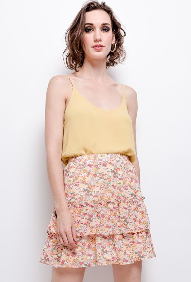Ruffled skirt, printed flowers. The model measures 177 cm