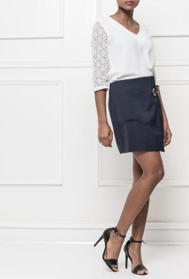 Short skirt with zip on the back