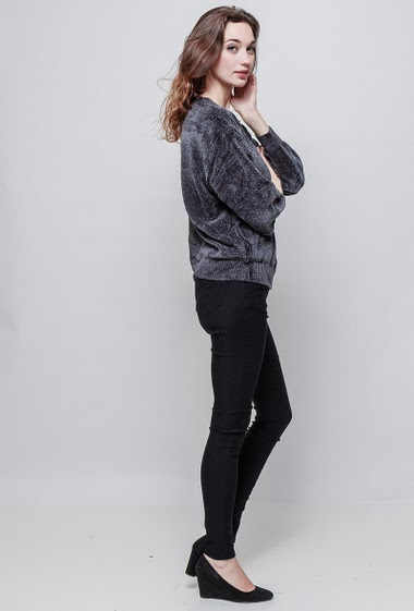 Foamy sweater, soft touch, loose fit. The mannequin measures 177 cm, TU corresponds to 38/40