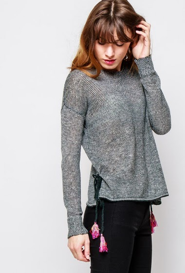 Sweater in wool mix, split side with pompons, fine knit, casual fit. The  model measures 178cm and wears S/M