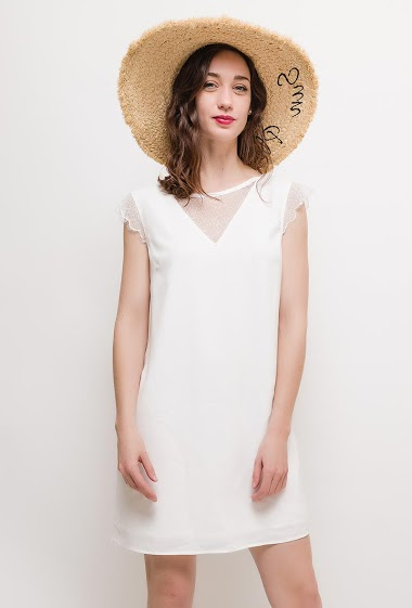 Feminine dress, short sleeves, refined lace. The model measures 177cm and wears S. Length:85cm