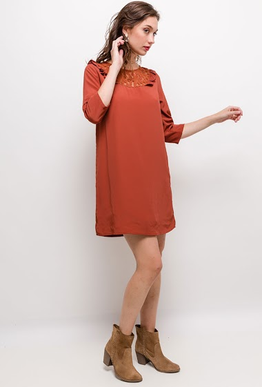 Light dress, short sleeves, lining. The model measures 177cm and wears S. Length:85cm