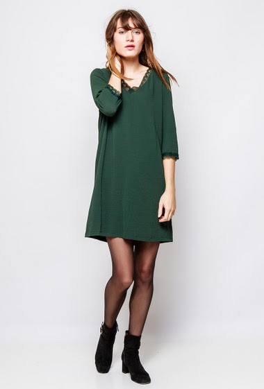 Crepe dress with lace detail, regular fit. The  model measures 178cm and wears S