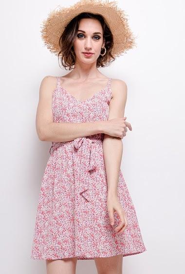 Robe à imprimé fleurs, dos avec nœud. La mannequin mesure 177cm