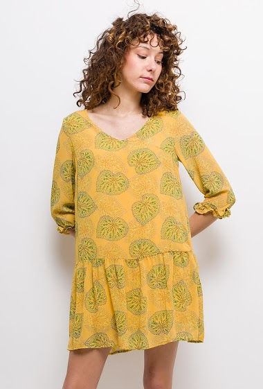 Dress with printed leaves, 3/4 sleeves, frill hem. The model measures 177cm and wears S. Length:85cm