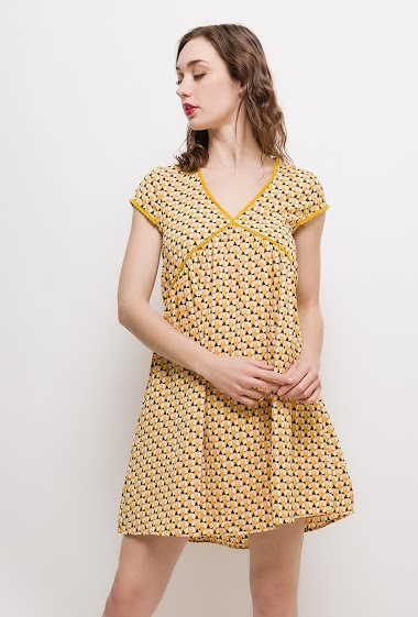 Short sleeve dress, V neck, lining. The model measures 177cm and wears S. Length:90cm