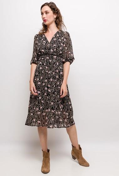 Robe cache-cœur à imprimé fleurs, manches 3/4. La mannequin mesure 177cm et porte du S. Longueur:110cm