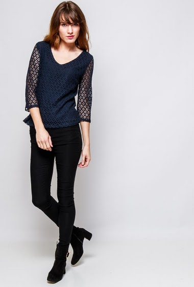 Cotton femenine top, geometric lace, regular fit. The  model measures 178cm and wears S