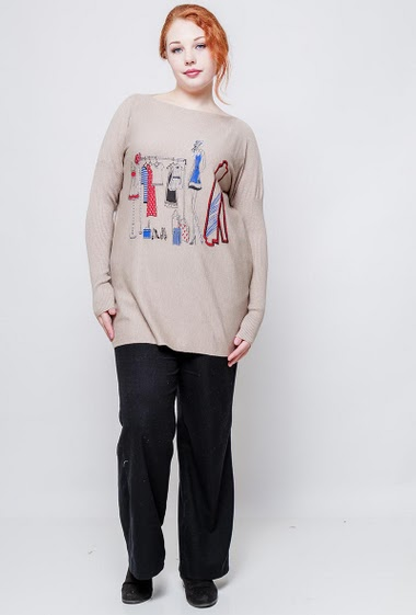 Loose sweater, soft knit, printed dressing room decorated with strass. The model measures 172cm, one size corresponds to 38-44