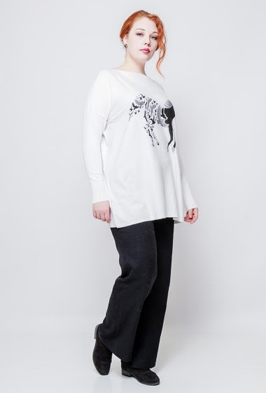 Knitted sweater, printed horse and birds, decorative strass, long sleeves, casual fit. The model measures 172cm, one size corresponds to 42/44