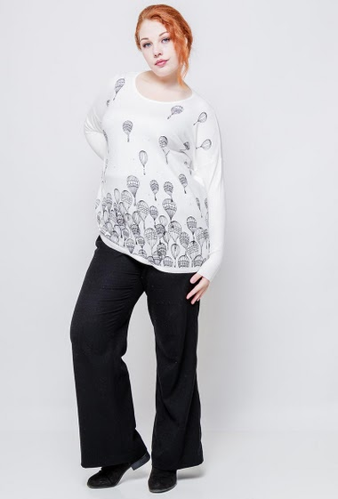 Loose sweater, soft knit, printed balloons decorated with strass. The model measures 172cm, one size corresponds to 38-44