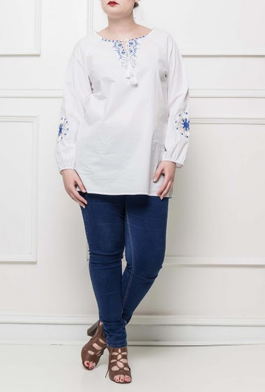 Blouse decorated withh embroideries, tie with pompons, Taille T3(42/44) - T4(46/48) - T5(50/52)