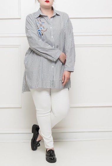 Shirt with stripes, roll-up sleeves, embroidred flowers, side slits T3(42/44) - T4(46/48) - T5(50/52)