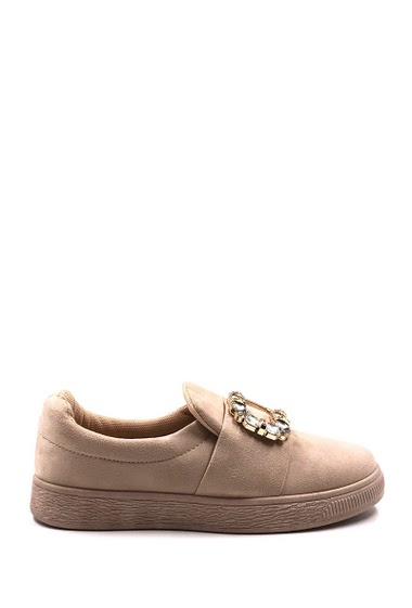 Women's sneakers in suede, elastic strap with a rhinestone buckle and fancy diamond. Textile interior, soft and comfortable. Platform : 2 cm - Round toe cap. Available in Black, Beige, Pink, Khaki