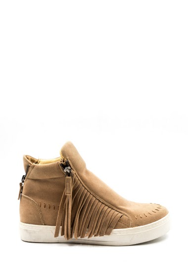 Baskets femme style daim, franges sur les cotés. Faciles à enfiler fermeture éclaire côté intérieur. Semelle : 2 cm.