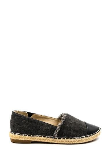 L'espadrille en style jean restera la chaussure incontournable pour chaque été. De quoi flâner avec style ! Hauteur talon : 2 cm.