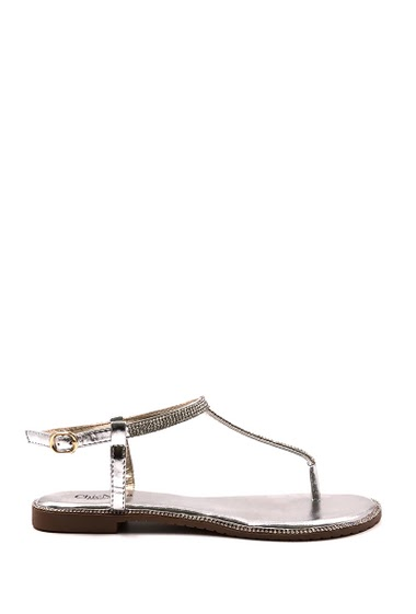 Flat sandal, strass encrusted with rhinestones, rhinestones all around the shoe, open toe between finger. Available in Black, Gold, Pink Gold, Silver.